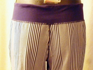 IMGP3499 Lululemon Deep Navy Amica Blue Stripe Crop Pants Waist Drawstring 438